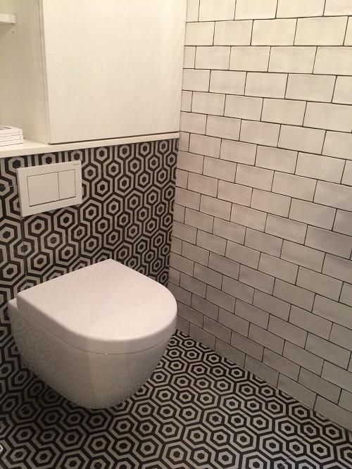 Mur salle de bain avec carrelage metro