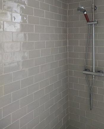 Douche avec carrelage metro