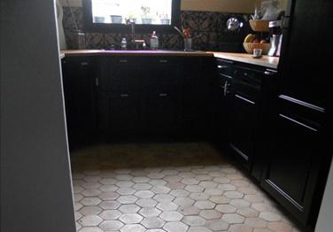 cuisine avec tomettes et carreaux de ciment