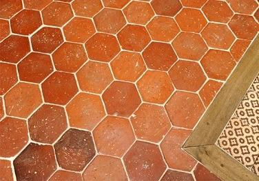 Tomettes hexagonales 15x15cm avec un parquet