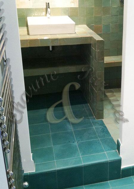 zellige et carreaux ciment dans salle de bains